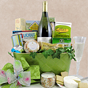 Moscato wine gift with cheese and accompaniments.