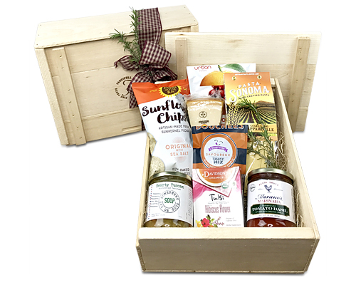 a lidded wood crate filled with pasta, sauce, soup and other snacks